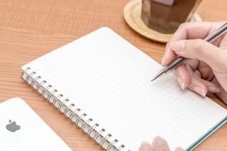 ノートに書き込みするの写真素材