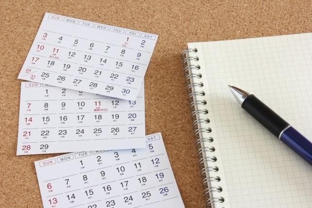 写真素材:カレンダーとペン